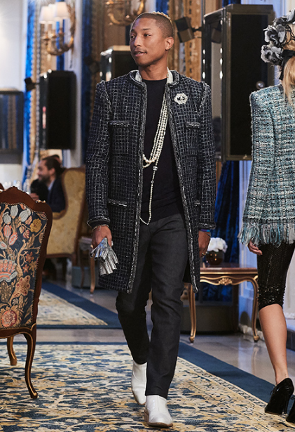 farrell-uilyams-chanel-metiers-dart-2016-2017-v-parizhe